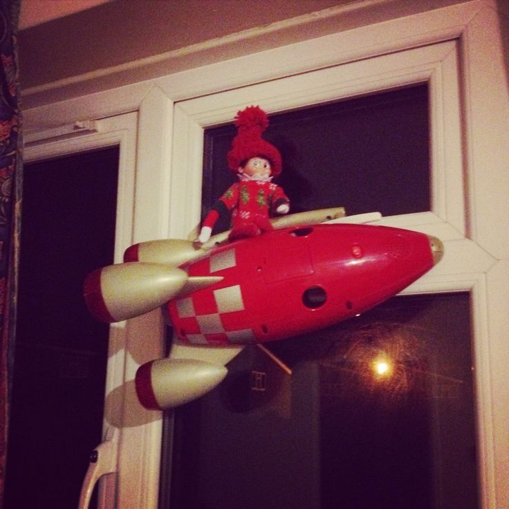 Elf on the shelf- space ship