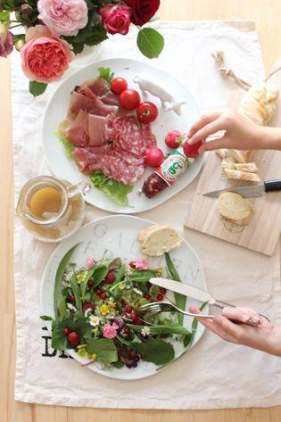 Wildkräutersalat mit Beeren … serviert mit Geschenkidee.de