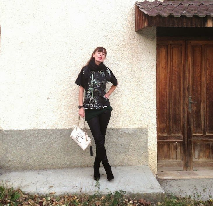 #outfit #fashion #black #tropical #print #shirt #leggings #fashionblogger #style #girlTHE FASHIONAMY by Amanda: #Outfit Tropical black - Alfa Omega Brand