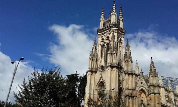 Magestuosa Iglesia de Lourdes.