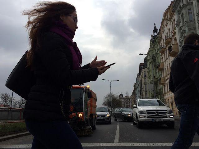 NINIVESKAL: Praha na jaře je rozevlátá a podmračená....spěchám...