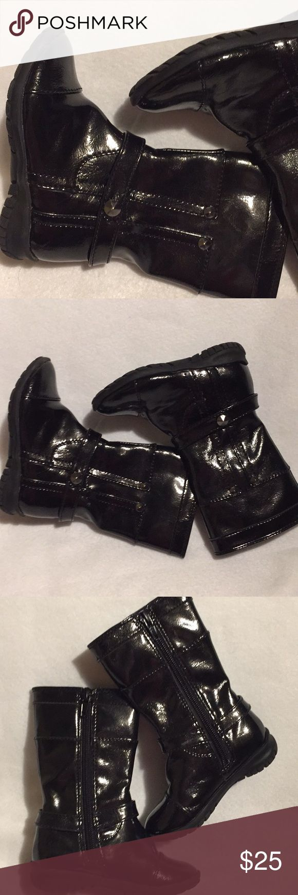 Nordstrom Girls' Boots Noratrom girls boots EU Sz 22, US Sz 6-6.5 in perfect worn 1x condition! We've owned these in many sizes and colors. A fav of my picky-shoe-girl who wants comfort and the ability to climb on the playground in her shoes. Graphite black. Literally worn once! Nordstrom Shoes Boots