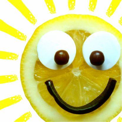 Breng een vrolijk zonnetje thuis bij de zieke, daar knapt hij/zij van op! Bring a little sunshine to the patient and make them feel better soon! Kaartje2go - creagaat beterschap