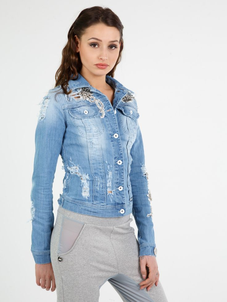 LOLITA JACKET #metjeans #style #fashion #girl #model #woman #apparel #look #outfit #ootd #spring #summer #details #denim #jeans #diamonds