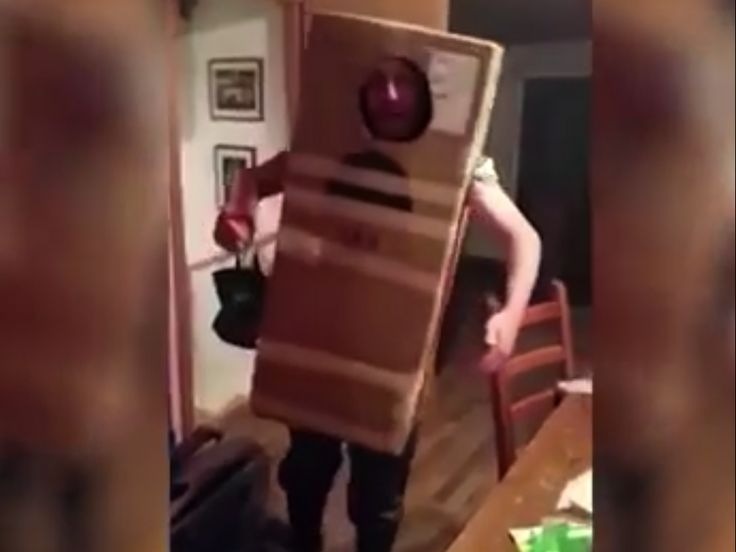 Drunk guy can't get out of a cardboard box   #drunk #irish #funny - http://www.viral-next.com/drunk-guy-cant-get-out-of-a-cardboard-box/