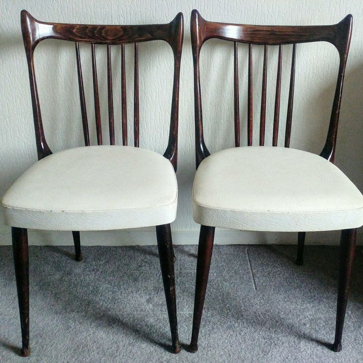 Just listed these gorgeous Stevens rosewood Mid Century kitchen chairs ❤