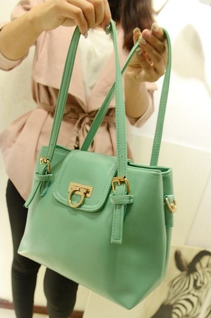 B335 TOSCA  Price 206.000 IDR  Style: Shoulder bag/Handbag Colour: black, tosca Material: PU Leather PU features: soft surface Bag Feature: buckle Handle Type: Single/Double with strap Height: 24 cm Length: 32 cm Depth:  12 cm Weight: 880g