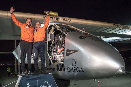 太平洋横断に成功=ソーラー飛行機、米加州到着:時事ドットコム