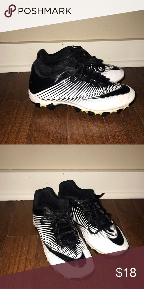 NIKE BOYS FOOTBALL CLEATS Size 3.5 youth BOYS football cleats Nike Shoes Sneakers