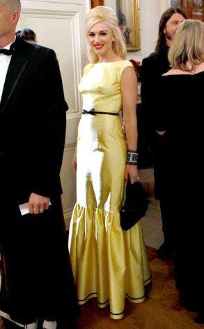 Gwen stefani white dress performance