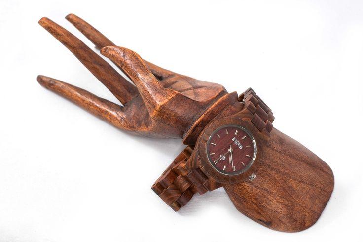 #Tackra reloj #Bonoboss hecho de #rosal garantía de un año envío gratuito, aceptamos cambios! www.bonoboss.cl