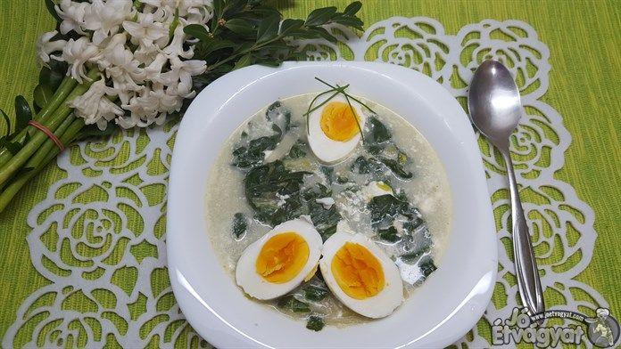 Spenótos krémleves tojással