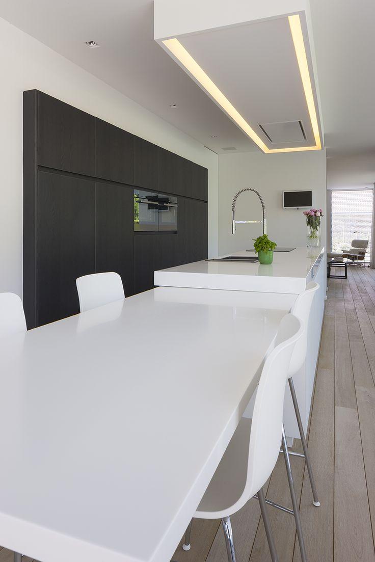 25 beste idee n over moderne verlichting op pinterest binnenverlichting toiletten en moderne - Keukentafel corian ...