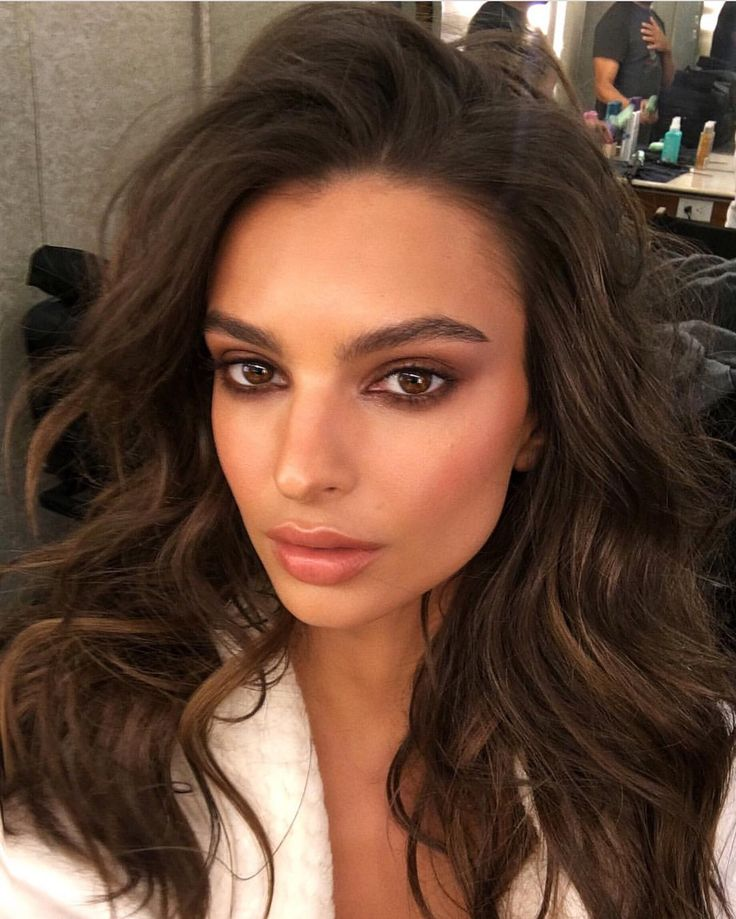 Emily Ratajkowski The Pinterest Makeup Tips Are Alive And Well Compare Prices For This Wrhel Com Before You Commit To Buy Hair Makeup Beauty Hair Styles