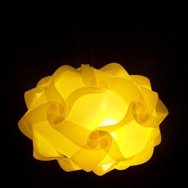 Lampadario UFO, avvistato su http://www.lampadesign.com/scheda.php?id=9 (lampadario moderno, lampadario design, design milano, lampada salotto)