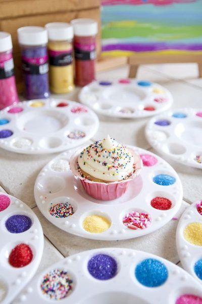 Decoração de cupcake- diy - Ideias para atividades e oficinas em festas infantis que você pode fazer em casa | Macetes de Mãe