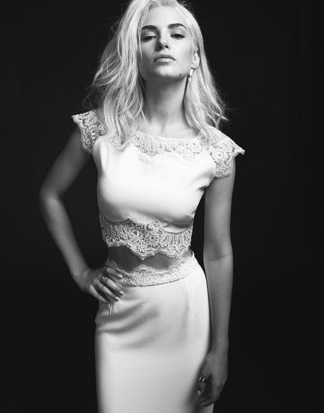 Robe de mariée glamour, longue jupe et haut en dentelle boutonné dans le dos - Robe: Rime Arodaky, modèle Pennington, collection 2015 - La Fiancée du Panda Blog Mariage et Lifestyle