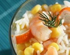 Salade de riz aux crevettes et surimi minceur (facile, rapide) - Une recette CuisineAZ