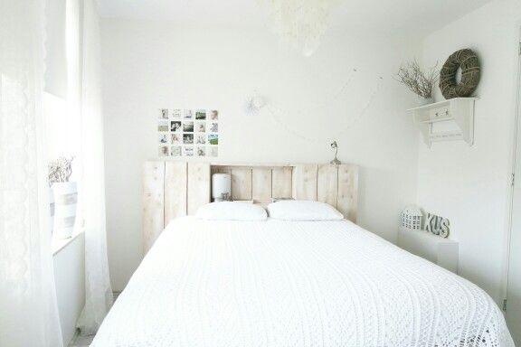17 beste idee n over witte slaapkamers op pinterest witte slaapkamer inrichting slaapkamers - Witte hoofdeinde ...
