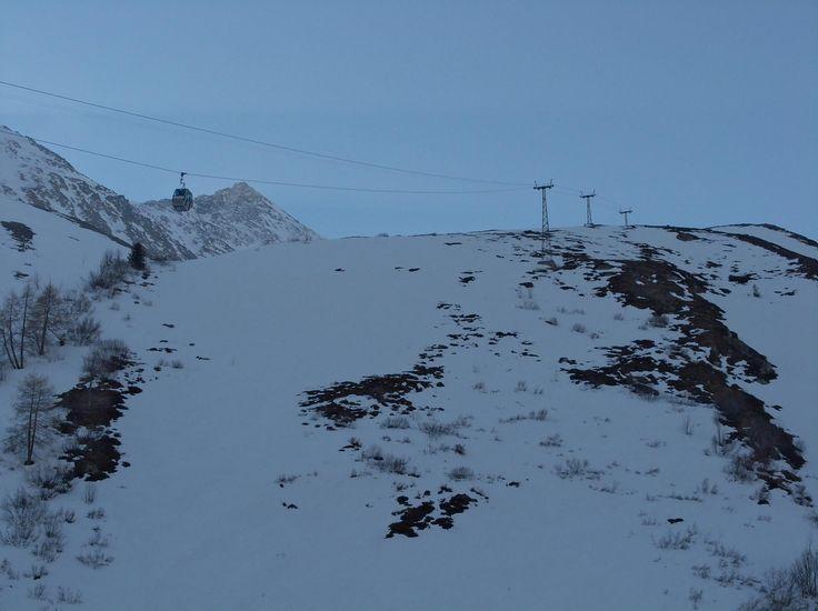Randonnée en ski à Testa Grisa (Pointe de Moline ou Pointe de Molenne) depuis Bourg-Saint-Bernard et le...  Avant dernier jour des vacances mais dernier jour de ski pour cette semaine de congés. Je commence à sentir un peu mes muscles et la météo est annoncée gris pour l'après-midi. De plus la neige fond vite cette année et l'envie de porter n'est pas là.  https://www.transpiree.com/randonnee/bourg_saint_bernard_testa_grisa/