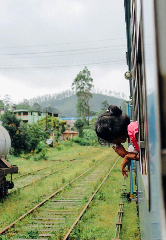 De treinreis van Ella naar Kandy in Sri Lanka is een van de mooiste treinreizen die je ooit zult maken! Een must do tijdens een reis door Sri Lanka!
