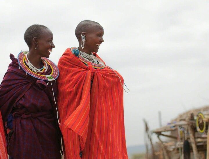 The main garment worn by the Maasai called the shuka, which is a basic piece of fabric wrapped around the body that can be worn in a variety of ways, depending on the personal style of the wearer. It was initially made out of animal skins, mostly cowhide, but cotton is now the main material.  #ethicalfashion #knowledge #culture #fashionworld #cloth #shuka #kenya #maasai #madeinafrica