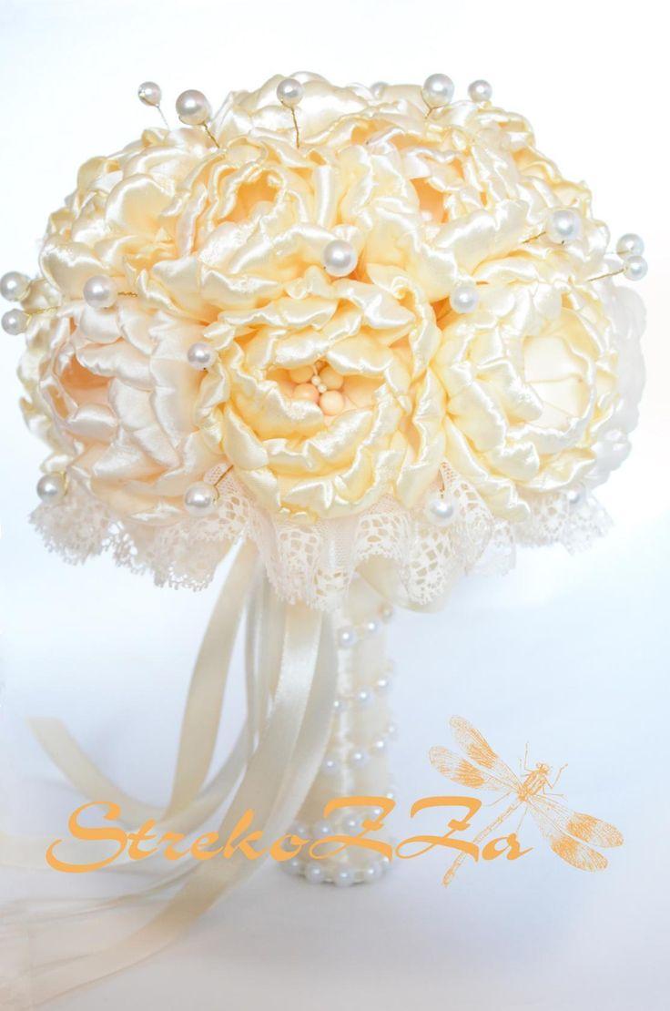на цветок уходит примерно 70 см...+-... лепестки делала  по 5,5см(те что внутри 6 штук).. и по 6смте что снаружи по 7 штук)... цветков всего 17 штук http://www.chudesa-rukodeliya.com/2015/01/duchesMK.html -то как делать цветок - дюшес