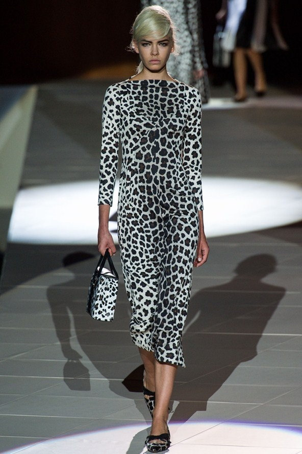 "1. GET GRAPHIC  (Marc Jacobs, Dries Van Noten,...)  ""Go bold and keep accessories to a minimum, let the print shine."""