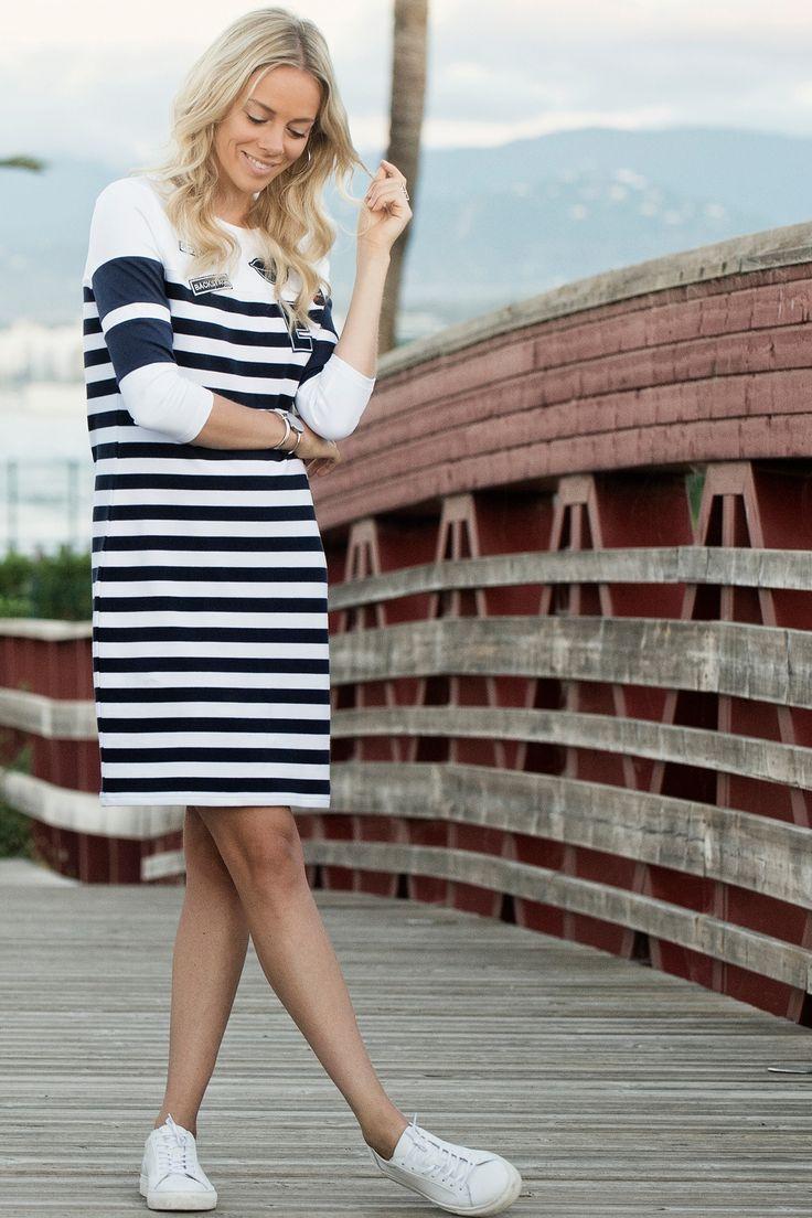 gestreepte jurk met applicaties
