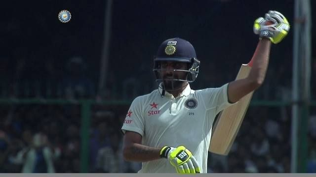 FIFTY! Ravindra Jadeja celebrates his half century, followed by #TeamIndia skipper, Virat Kohli declaring the India innings. NZ need 434 to win Paytm Test Cricket #INDvNZ