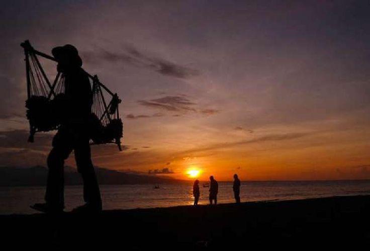 beach at sunset by tatsukoku