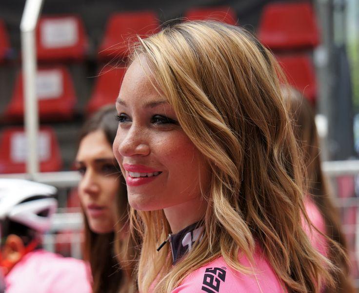 Giro d'Italia - photographic processing (312) - fotografia Miss Giro d'Italia e link ad una numerosa serie di fotografie relative alla tappa di Pinerolo ...