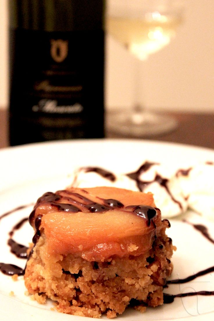 """Crumbler di pere al Moscato in versione """"tarte tatin"""". Leggi la ricetta http://www.vinicartasegna.it/crumbler-pere-moscato-2/ #crumble #pere #moscato"""