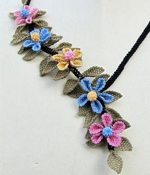 collana floreale mini giallo blu rosa vintage collana blu