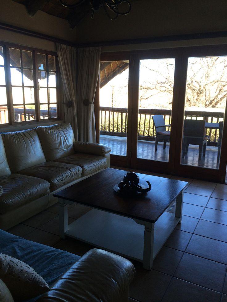 Lounge and patio - Kingfishr