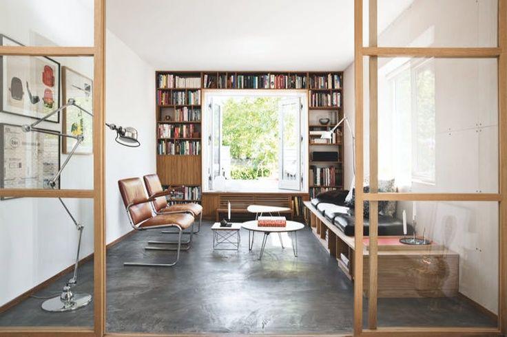 I udkanten af Aarhus ligger et hus, hvor grænsen mellem inde og ude (næsten) er helt væk. Mød familien hensberg, der bor med åbne døre hele sommeren.