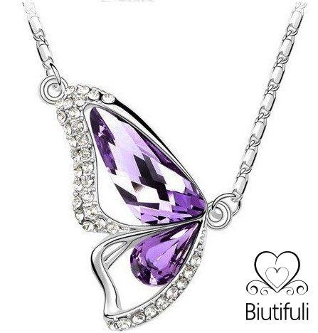 Mariposa Biutifuli en color lila.  Cristal austríaco de la más alta calidad.  Bañado en oro blanco.  Cadena incluida de 40+5 cm (regulable).  Visita www.biutifuli.com para + info y promociones.