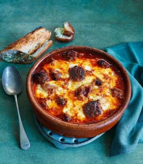 Italian-baked-meatballs-with-garlic-baguettes