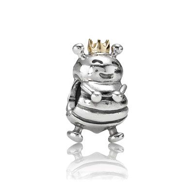 Two tone Queen Bee charm - the perfect gift for mom. $60 #PANDORA #PANDORAcharm