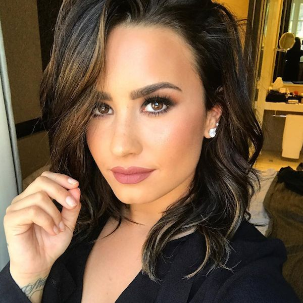 Demi Lovato Was Trapped In Her Hotel Room And It's All The Paparazzi's Fault - http://oceanup.com/2016/10/03/demi-lovato-was-trapped-in-her-hotel-room-and-its-all-the-paparazzis-fault/
