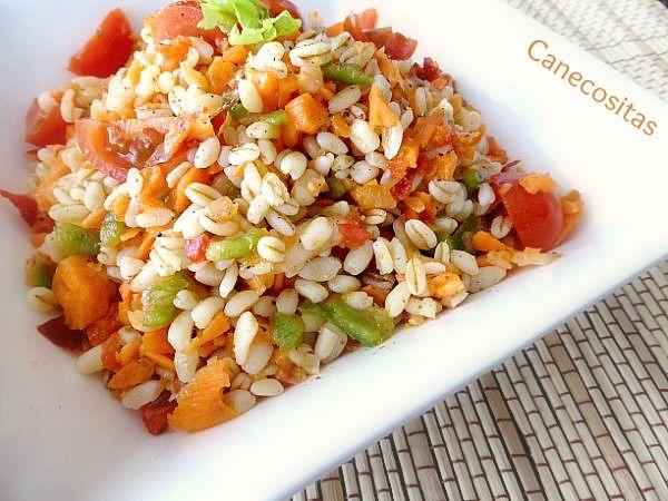 Refrescante ensalada, una manera saludable de tomar fibra y proteinas en un mismo plato.