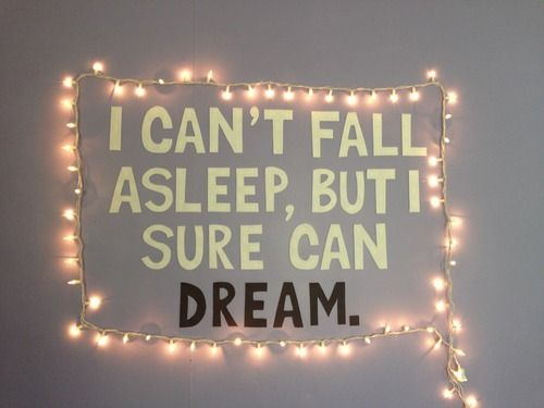 tumblr rooms | Tumblr  DIY: wall quote, and lights
