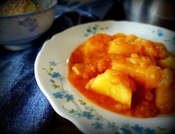 Οι πατάτες γιαχνί ήταν πάντα η «σωτήρια» συνταγή για την μαμά μου. Όταν «πονοκεφάλιαζε» για το τι θα μας μαγειρέψει κάθε μέρα, έρχονταν οι πατάτες γιαχνί κι έσωζαν την κατάσταση!