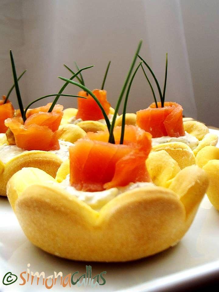 Cosulete aperitiv cu somon afumat si crema de branza 2