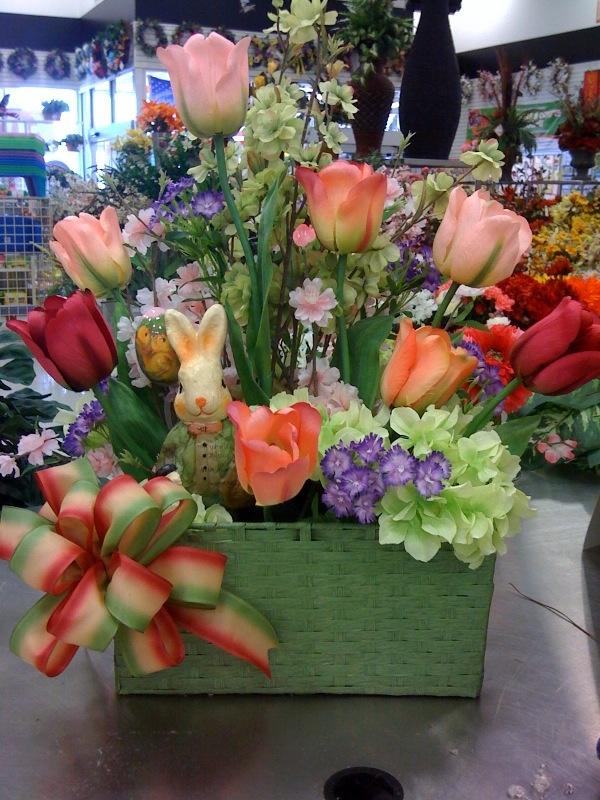 52 best easter floral decorations images on pinterest for Spring flower arrangement ideas
