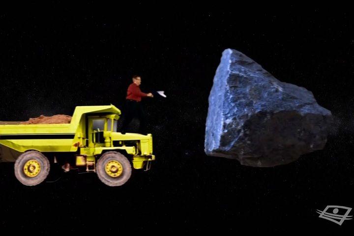 UNE MINE DANS L'ESPACEOn parle beaucoup du Plan Nord et des mines au Québec, mais le véritable avenir de l'industrie minière serait peut-être dans l'espace. Selon les calculs de la NASA, un astéroïde de deux kilomètres de diamètre pourrait rapporter plus de vingt-cinq mille milliards de dollars, compte tenu du prix actuel des métaux comme l'or ou le platine. Il reste bien sûr de nombreux défis à relever, comme capturer un tel astéroïde et l'amener près de la Terre. Insurmontable?