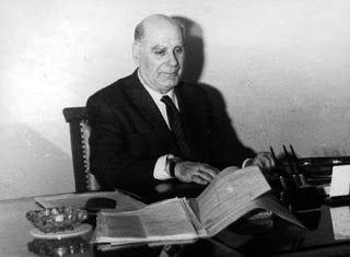 mini.press: Ιστορία-1900 Γεννιέται ο Ευάγγελος Παπανούτσος, συγγραφέας, εκπαιδευτικός και φιλόσοφος, μέλος της Ακαδημίας Αθηνών από το 1980.  1903 Γεννιέται ο Μιχάλης Στασινόπουλος, λογοτέχνης, πολιτικός και ο πρώτος Πρόεδρος της Δημοκρατίας μετά τη χούντα, κατά τη Μεταπολίτευση 1974-1975. 1922 Με το νόμο 2905 θεσπίζονται για πρώτη φορά οι εισαγωγικές εξετάσεις στα Πανεπιστήμια. Θα εφαρμοστούν δύο χρόνια αργότερα στη Φυσικομαθηματική Σχολή και από το 1926 στις υπόλοιπες σχολές του…