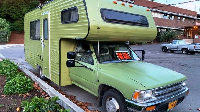 1989 Dolphin In Seattle Wa In 2020 Toyota Dolphin Toyota Motorhome Used Campers For Sale