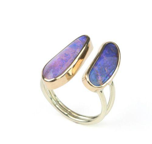 Gouden ring met roze en paarse opaal