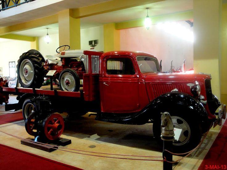 Museu Agromen de Tratores e Implementos Agrícolas, localizado no complexo do Centro Hípico e Haras Agromen em Orlândia. Caminhão Ford 1936 e acima o famoso trator Ford 8N. Este trator começou a ser produzido em 1947, logo após o final da Segunda Guerra Mundial. A produção deste modelo terminou em 1952.